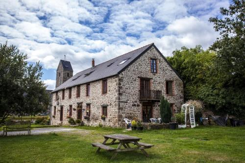 La Merveille : Bed and Breakfast near Saint-Georges-de-Livoye