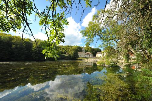 Gentilhommière Eaux Bleues : Bed and Breakfast near Villiers-le-Sec