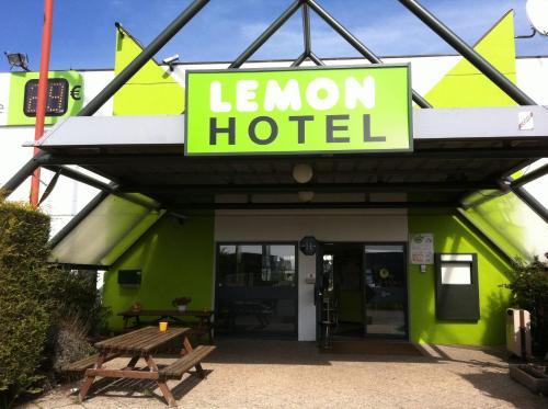 Lemon Hotel Dreux Chartres : Hotel near Houdan