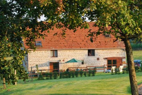 Les Basses Beaulinges : Guest accommodation near Saint-Georges-de-Reintembault