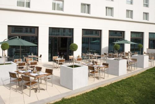 Courtyard by Marriott Paris Saint Denis : Hotel near Villeneuve-la-Garenne