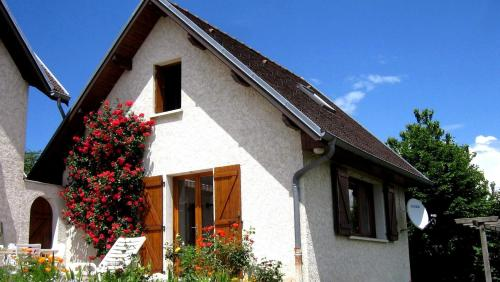 Les Jonquilles : Guest accommodation near Saint-Étienne-de-Crossey