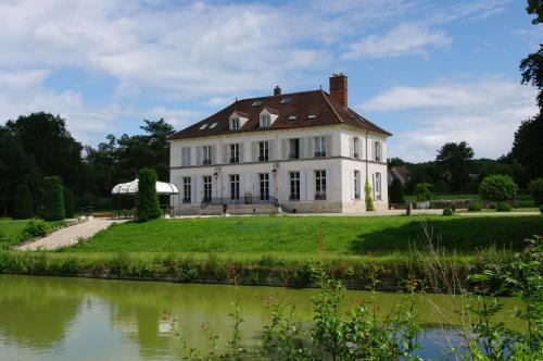 Château de Pommeuse : Bed and Breakfast near Vaucourtois
