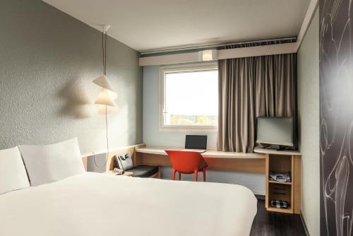 ibis Versailles Parly 2 : Hotel near Bois-d'Arcy