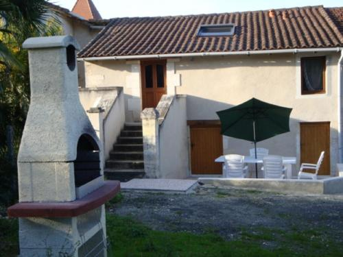Fermette Rénovée : Guest accommodation near Gout-Rossignol