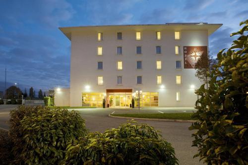 ibis Styles Lyon Meyzieu Stadium : Hotel near Montluel