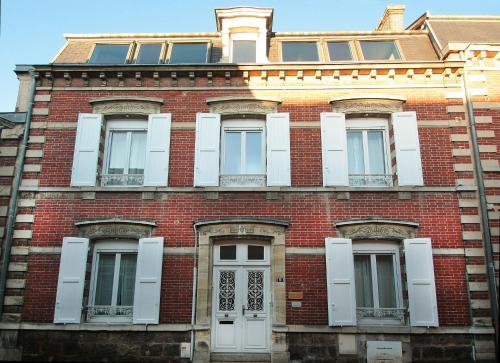 Chambre D'hôtes Les Epicuriens : Bed and Breakfast near Chaltrait