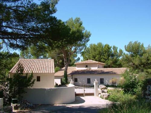 B&B Villa Chante Coucou : Bed and Breakfast near Fontaine-de-Vaucluse