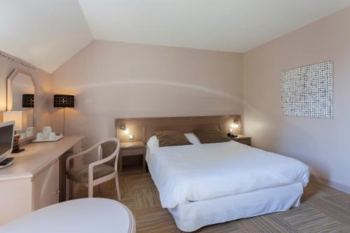 Hôtel Résidence Normandy Country Club : Hotel near Igé