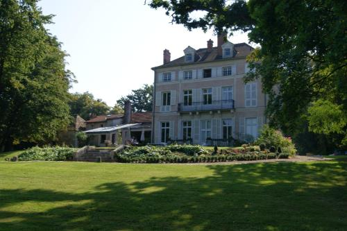 Le Chateau De La Vierge : Bed and Breakfast near Janvry