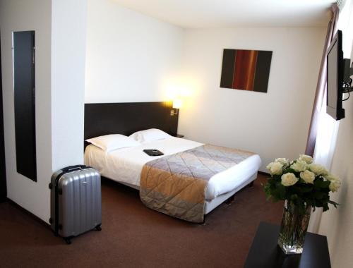 Brit Hotel Du Stade Rennes Ouest : Hotel near Clayes