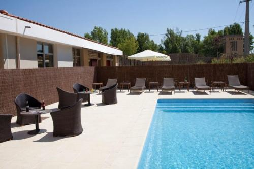 Kyriad Aix Les Milles - Plan de Campagne : Hotel near Cabriès