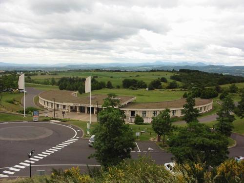 Hôtel des Volcans : Hotel near Mazerier