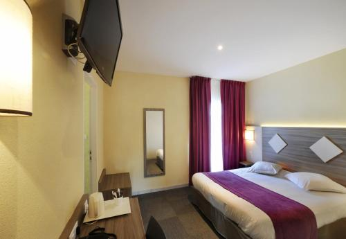 Comfort Hotel Saintes : Hotel near Geay