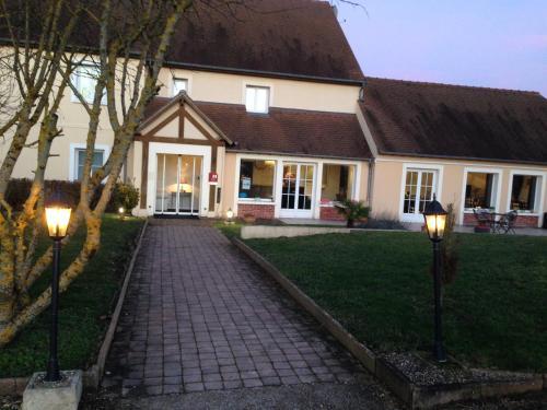Hôtel Le Crépuscule : Hotel near Montchauvet