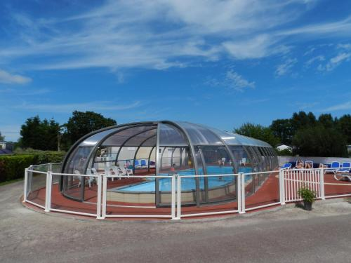 Camping le Rivage : Guest accommodation near Octeville-l'Avenel