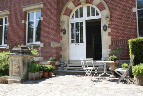 Les Hortensias : Bed and Breakfast near Saint-Aubin-sous-Erquery