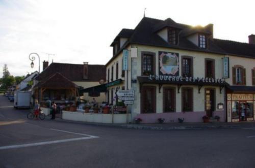 Auberge des 7 Ecluses : Hotel near Saint-Sauveur-en-Puisaye