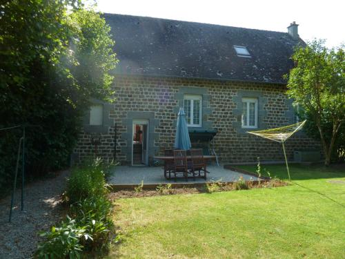 The Old School House : Guest accommodation near Giel-Courteilles