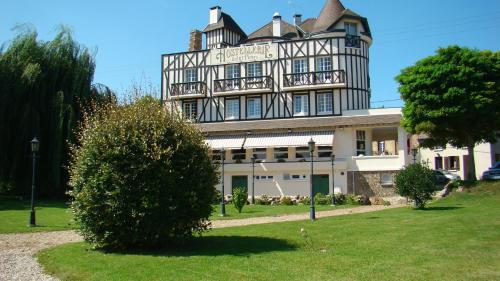 Logis Hostellerie Saint Pierre : Hotel near Les Andelys