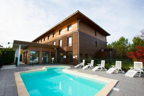 All Suites Le Teich – Bassin d'Arcachon : Hotel near Marcheprime