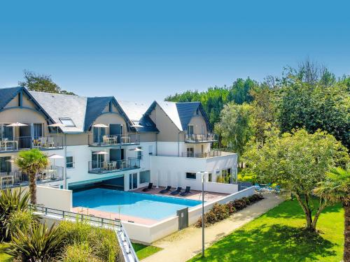 Résidence Vacances Bleues Les Jardins d'Arvor : Guest accommodation near Bénodet