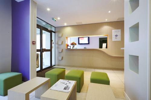Kyriad Paris 10 - Canal Saint Martin - République : Hotel near Paris 10e Arrondissement