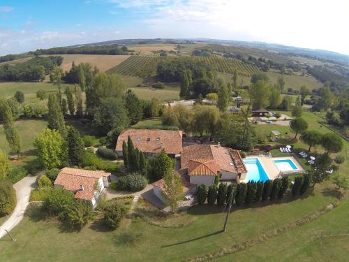 La Grange du Cheval Blanc : Guest accommodation near Saint-Eutrope-de-Born