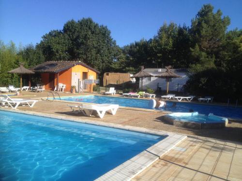 Camping de la Chapelette : Guest accommodation near Saint-Martin-de-Crau