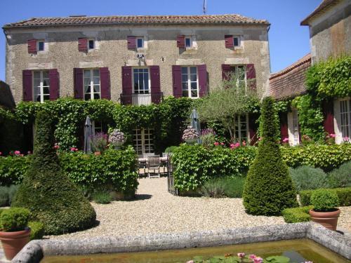 Le Manoir de Juillereau : Bed and Breakfast near Landerrouat