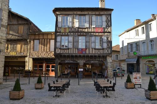 Café de France : Guest accommodation near Campagne-d'Armagnac