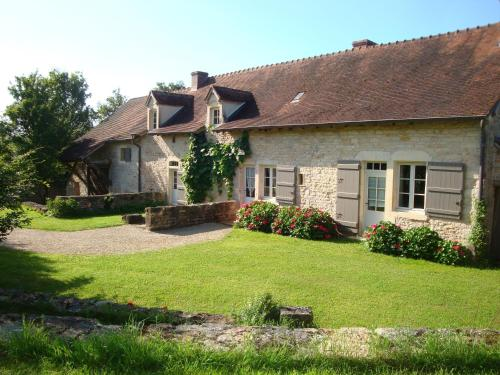 La Chambre d'Hugo a la campagne : Bed and Breakfast near Saint-Gengoux-le-National