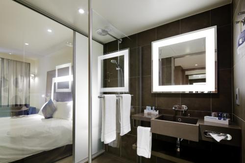 Novotel Lyon Confluence : Hotel near Brignais