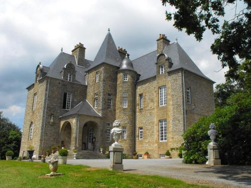 Château de Montbrault : Guest accommodation near Saint-Ellier-du-Maine