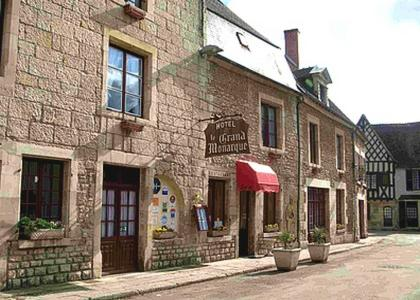 Logis Le Grand Monarque - Donzy : Hotel near Sainpuits