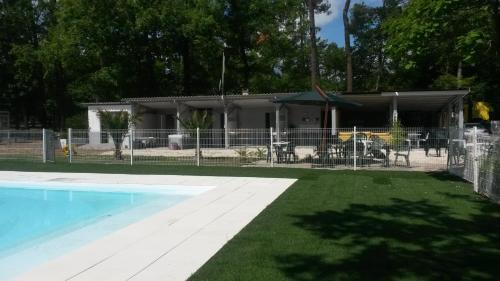 Le Camping de Villandraut : Guest accommodation near Aubiac