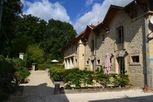 Gîtes en Pierre : Guest accommodation near Courcelles-sur-Blaise
