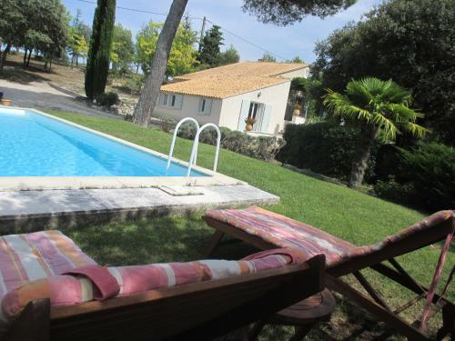 La Tangana : Bed and Breakfast near Saint-Estève-Janson