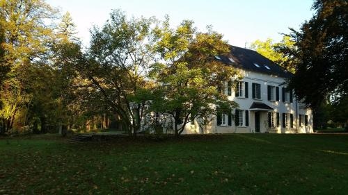 Le Clos de Belvoye : Bed and Breakfast near Saint-Aubin