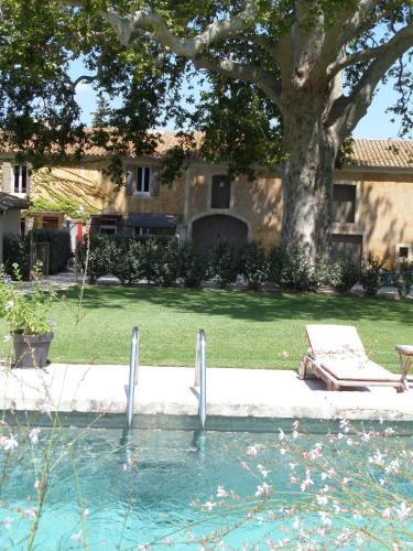 Mas des Bourgeois : Guest accommodation near Mas-Blanc-des-Alpilles