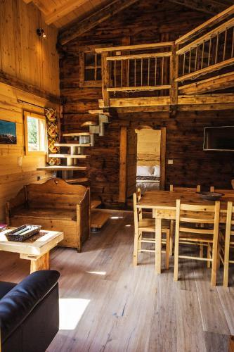 Les Chalets du Bonheur : Guest accommodation near Les Houches