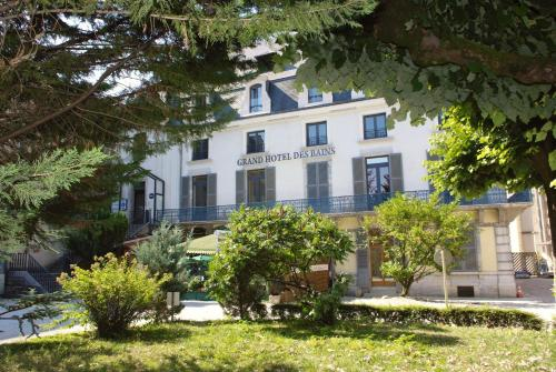 Logis Grand Hôtel Des Bains : Hotel near Geraise