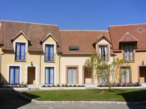 Les Belleme Golf Apartments : Guest accommodation near Saint-Martin-du-Vieux-Bellême