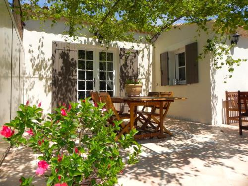 Gite Chez Un Producteur de Fruits. : Guest accommodation near Aramon