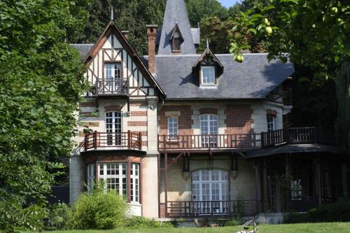 Villa du Châtelet : Bed and Breakfast near Moulin-sous-Touvent