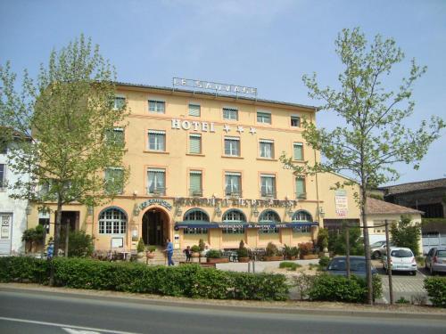 Hôtel Le Sauvage : Hotel near Cruzille