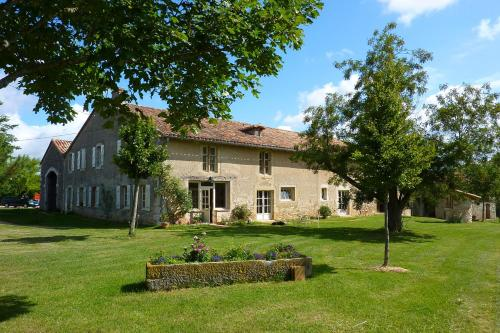 Les Granges Tourondel : Bed and Breakfast near Le Born
