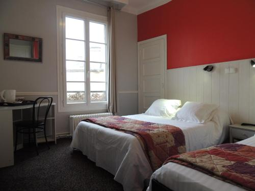Hôtel Le Hussard : Hotel near Doucelles