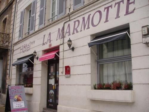 Hôtel de La Marmotte : Hotel near Coulon