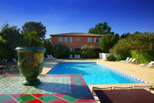 L'etape- Gardanne- plan de campagne : Hotel near Saint-Savournin